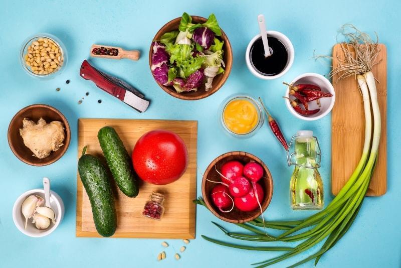 Uma imagem de um monte de comida ilustrando todos os tipos de ideias diferentes
