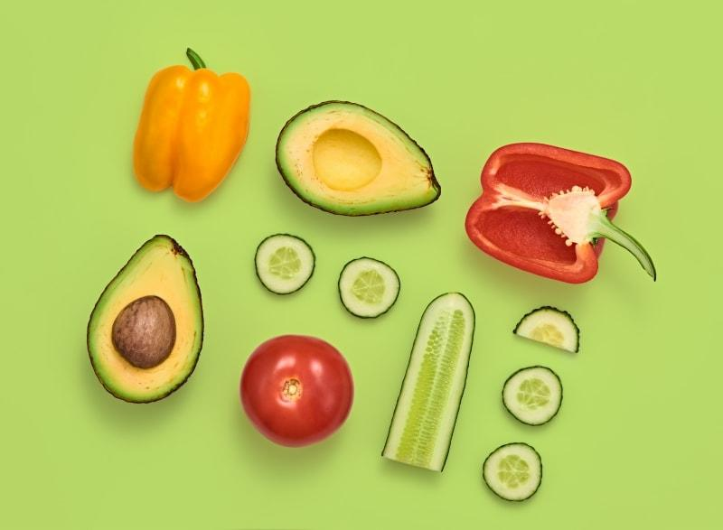 Uma imagem de muitos vegetais diferentes ilustrando pessoas de perfis diferentes